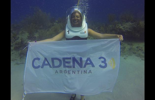 Yeny Ortega en Aquianautas, la caminata submarina en la isla de San Andrés.