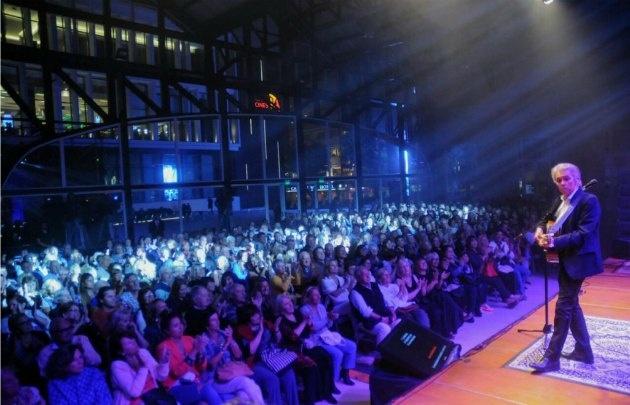 Jairo, ante 2.000 personas en Mar del Plata (Foto: La Capital)
