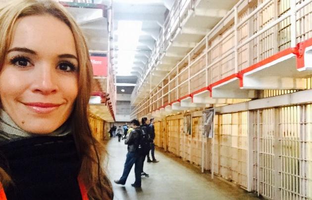 Agustina Vivanco recorrió la ex cárcel de Alcatraz en San Francisco.