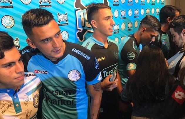 Belgrano presentó la nueva casaca para la temporada.