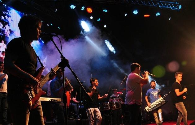 Los Totora cerraron los Carnavales del Río.