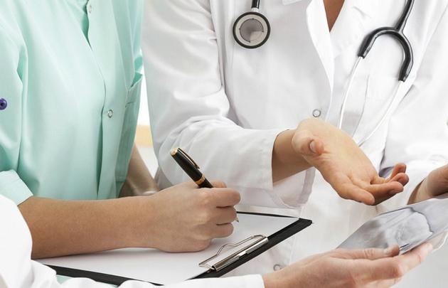 Chile tiene una deficiencia muy grande de médicos, paramédicos y enfermeros.