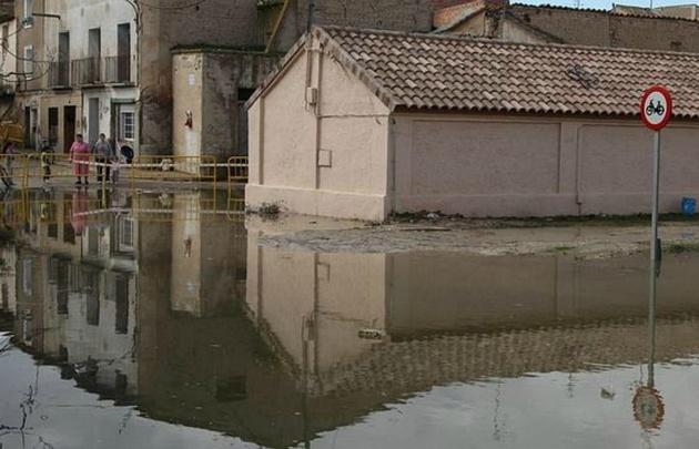 El agua cruza la ruta 3 e ingresa a la Colonia por las calles. (Foto ilustrativa).