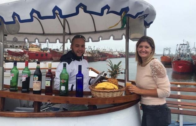 Micaela Rodríguez dio un paseo en catamarán en Mar del Plata.