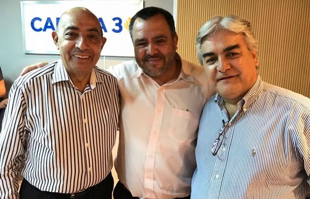 El cónsul general de Chile y el titular de DICOEX en los estudios de Cadena 3.