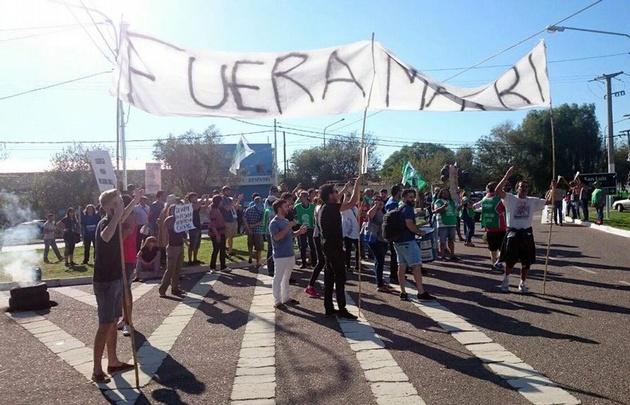 Un grupo de personas se manifestó contra Macri en San Luis Foto Agencia El Vigia