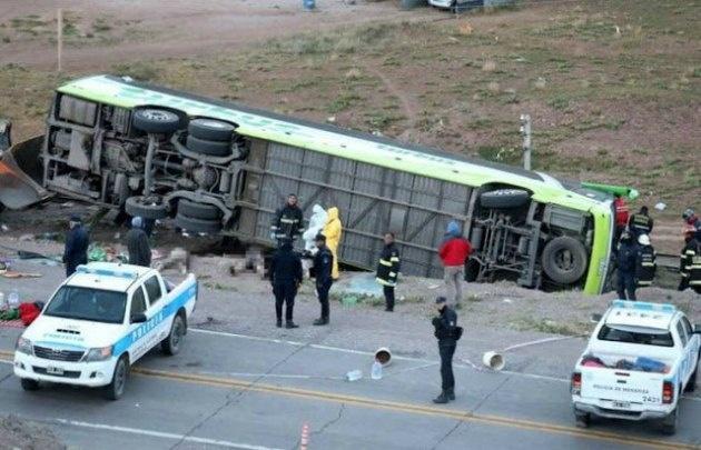 El colectivo transportaba a 38 pasajeros y 2 tripulantes desde Mendoza a Chile.