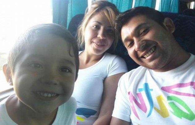 La familia, feliz, horas antes del accidente. (Foto: Facebook)