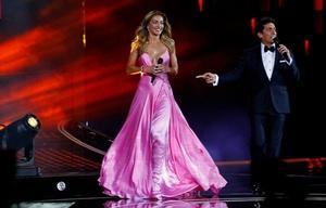 El vestido de Carolina de Moras dio que hablar en la primera noche de Viña del Mar (Foto: La Tercera).