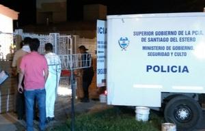 Policía Judicial retira los cuerpos de las víctimas.