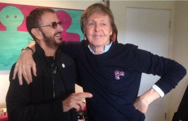 Paul McCarteny y Ringo Starr, los últimos beatles se vuelven a juntar.