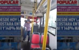 Discutió con el chofer y sacó un arma (Captura de video de Diario Popular)