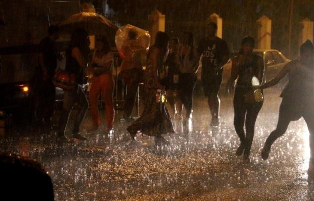 La lluvia frustró el show de Maná en la Fiesta del Sol (El Tiempo de San Juan).