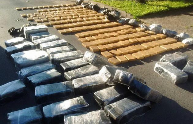 En el operativo se secuestraron 750 kilos de marihuana.