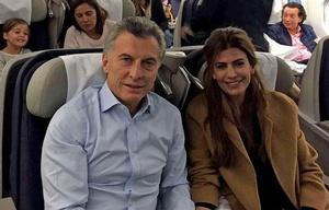 Mauricio Macri y Juliana Awada volvieron al país en Aerolíneas Argentinas.