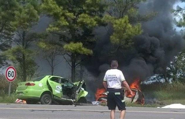 El Renault Sandero se prendió fuego.