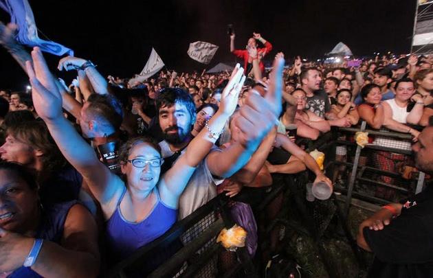 Gente en la última noche del Cosquín Rock 2017