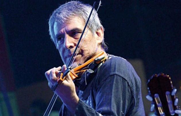 Peteco Carabajal hizo gala de su maestría musical