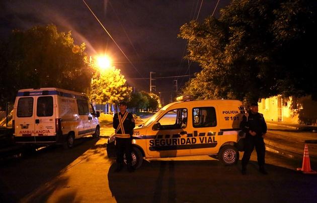 Gabriel Almeyda, de 30 años, amenazó con hacer estallar una granada en la vivienda.
