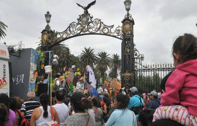 Los carros desfilaron desde los Portones del Parque General San Martín.