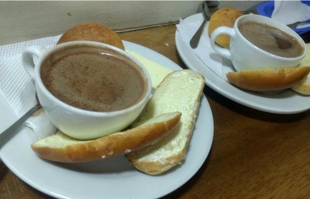 Chocolate con queso, la especialidad de la Puerta Falsa.
