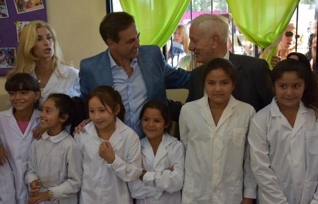 El intendente concurrió a la escuela César Romero.