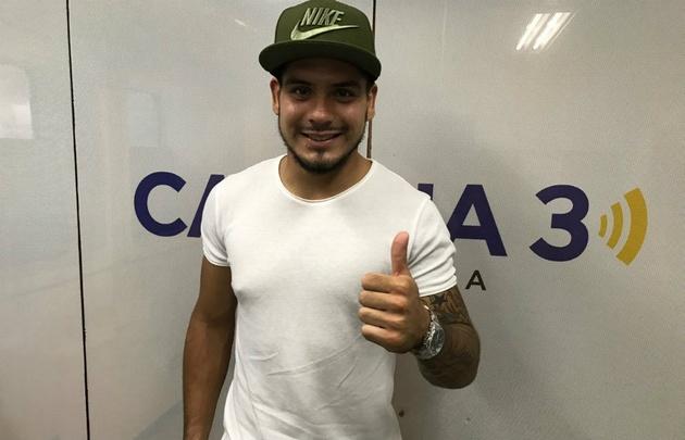 El arquero de Belgrano Lucas Acosta visitó los estudios de Cadena 3.