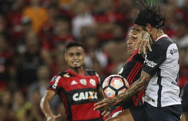 Flamengo aplastó por 4-0 a San Lorenzo en el Maracaná.