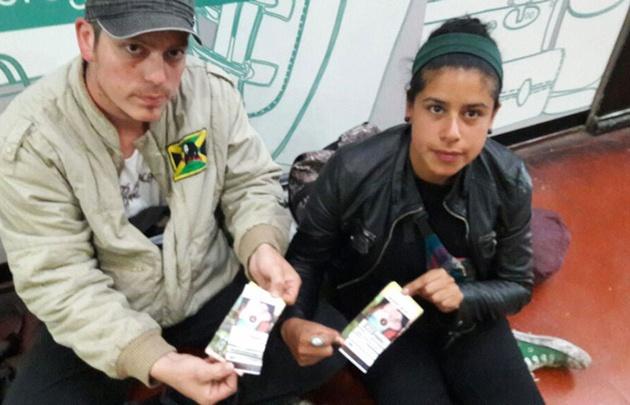 Santiago y Erica, los fanáticos que regresaron a Buenos Aires.