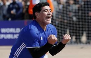 Maradona demostró que su zurda está intacta.