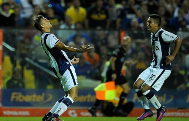 Ramis (izquierda) celebra junto a Reynoso uno de los goles en La Bombonera.