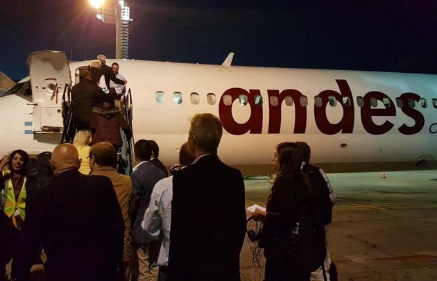 El ministro presenció hoy el primer vuelo con destino a Mendoza de Andes