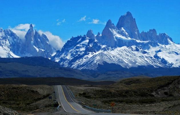 El cerro tiene 3.405 metros de altura y es un atractivo desafío para los montañistas.