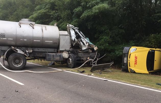 Del accidente participaron una Renault Kangoo, un camión y un colectivo.