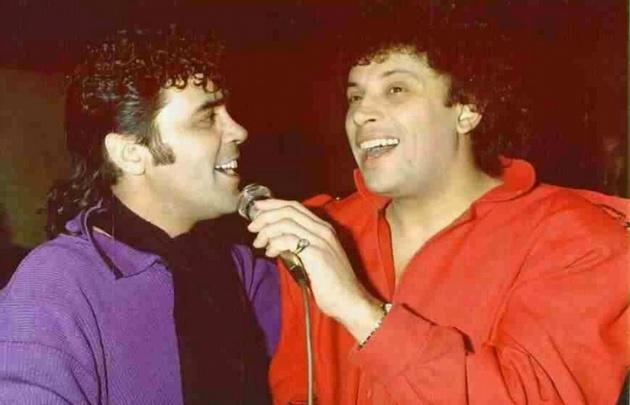 """Sebastián, cantando con """"Pocho"""" La Pantera."""