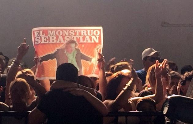 """Los fanáticos despiden al """"Monstruo""""."""