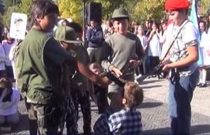 Simularon un fusilamiento en un acto escolar  en La Cumbre.