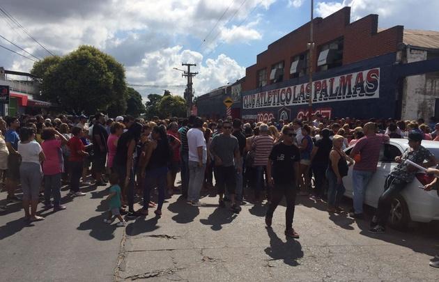 Una multitud despidió los restos de Sebastián.
