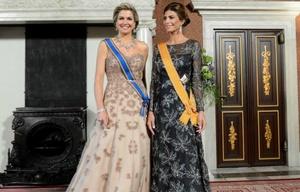 La primera dama y la reina desplegaron glamour y elegancia.