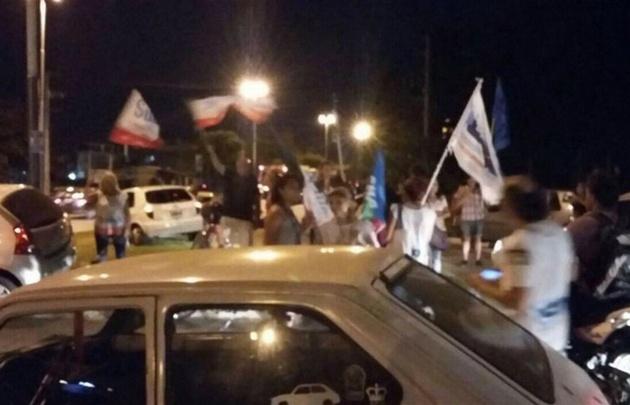 Manifestantes de Suteba y del partido K Nuevo Encuentro.