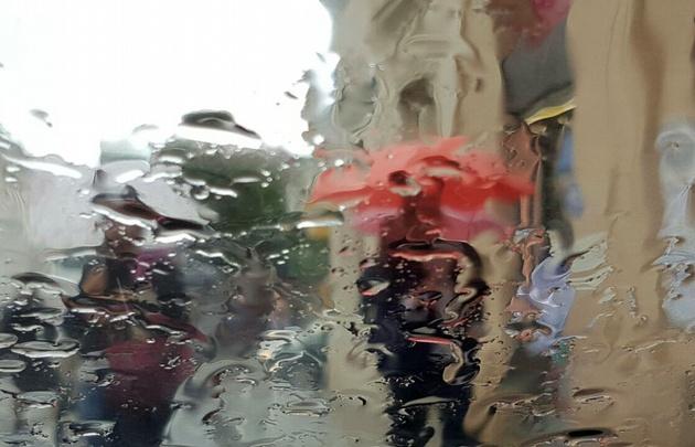 Continúa vigente el alerta por fuertes tormentas para el centro del país.