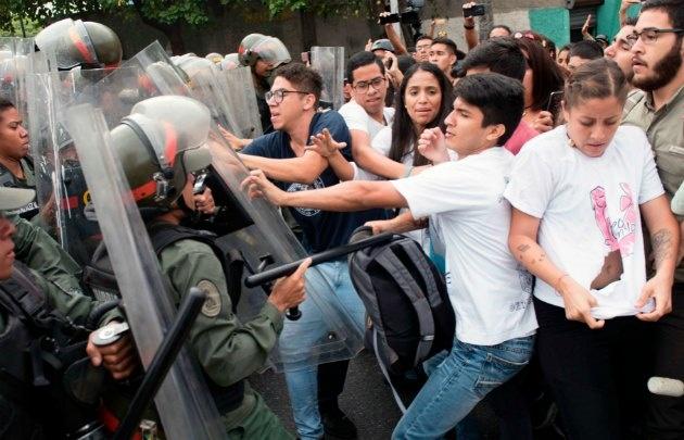 La oposición protestó en el Tribunal Supremo de Justicia.