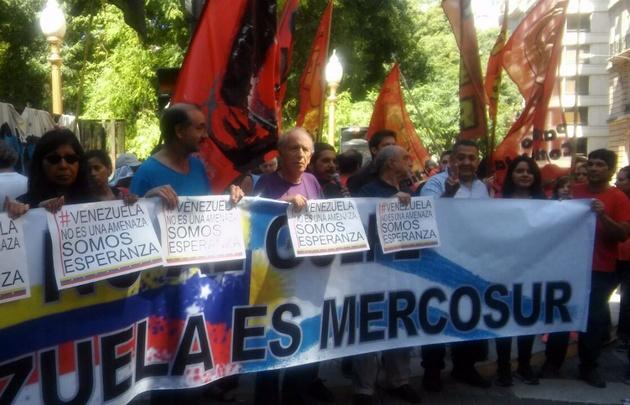 Enfrentamiento entre chavistas y opositores en Capital Federal.
