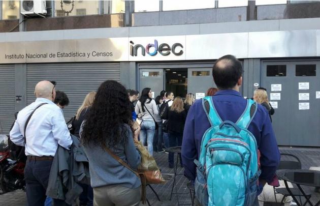 Según el Indec, la desocupación creció 1,6 puntos porcentuales.
