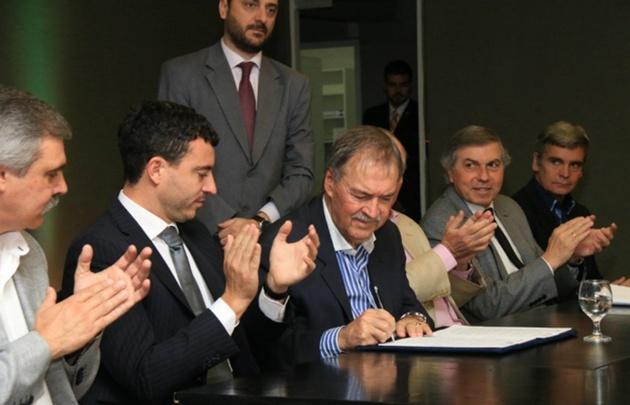 El Gobierno de Córdoba firmó un convenio con ARSAT para llevar Internet a 109 escuelas del interior.