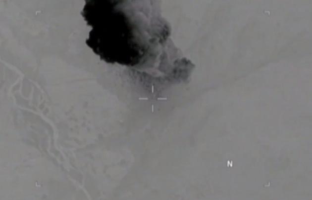 La bomba impacta contra un sistema de cuevas del Estado Islámico (EI) en Afganistán.