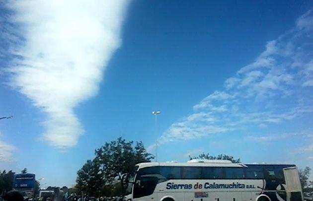 Ómnibus de Sierras de Calamuchita ingresando al Kempes.