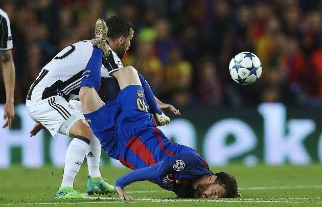 Messi sufrió un duro golpe con el césped ante Juventus (Foto: Twitter)