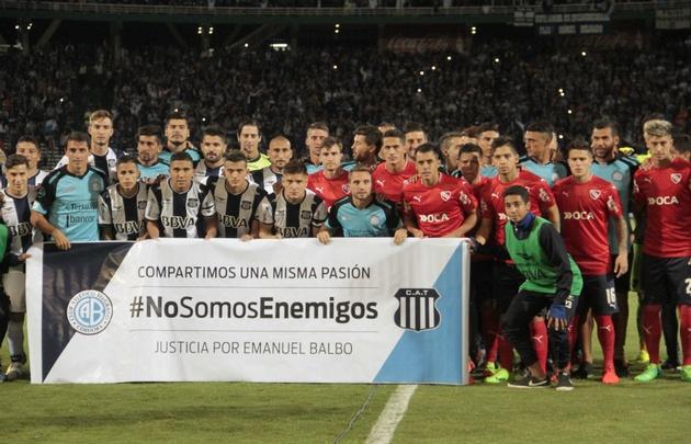 Histórico: Belgrano salió a la cancha junto a Talleres e Independiente.