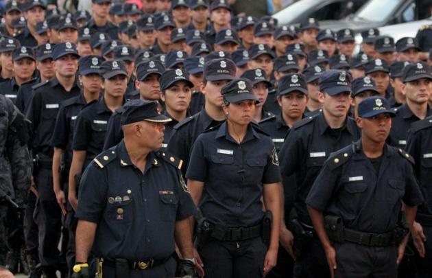 Polémica en Buenos Aires por exámenes toxicológicos a policías.
